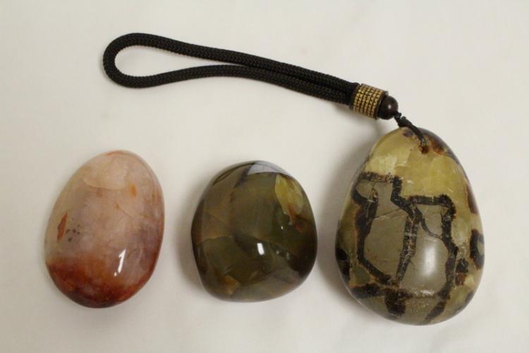 3 agate pebble stones