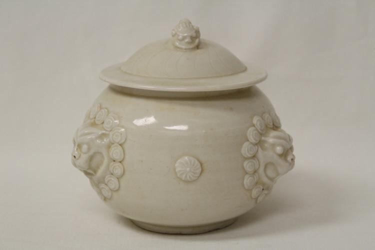 Song style white porcelain covered jar
