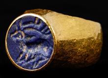 Striking Gold Ring Featuring Lapis Lazuli Sassanian Stamp