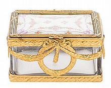 A FRENCH PORCELAIN BOX