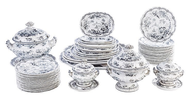 AN ENGLISH DINNER SERVICE, FIRST HALF 19TH CENTURY