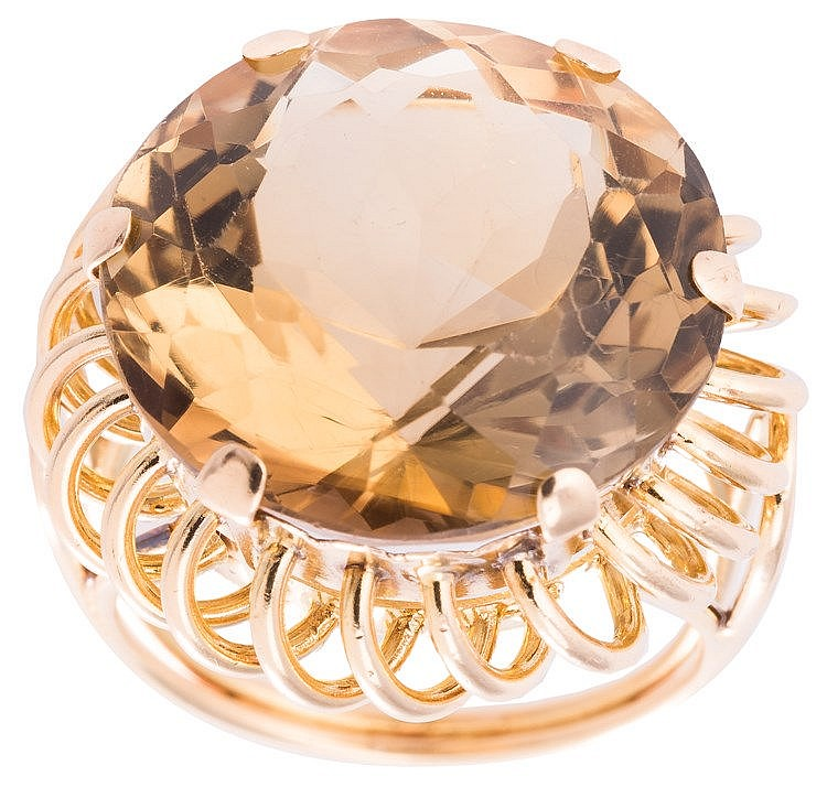A GOLD AND TOPAZ RING