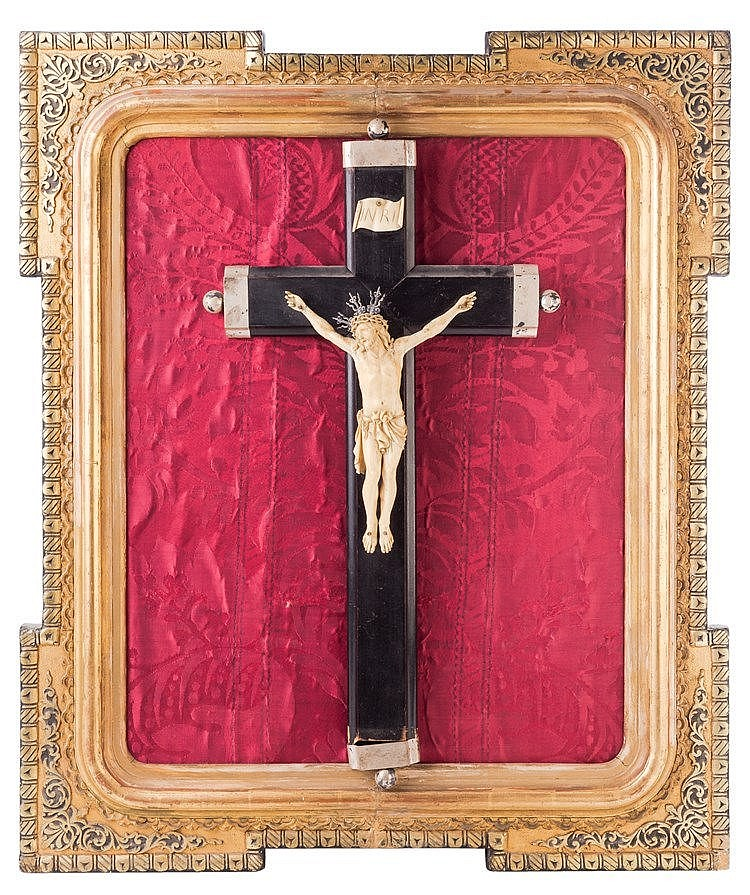 A N IVORY CRUCIFIED JESUS FUGURE, 18TH CENTURY