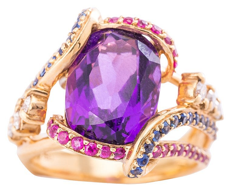 A GOLD, AMETHYST, RUBY, SAPPHIRE AND DIAMOND RING