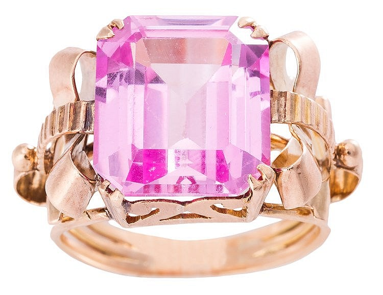 A GOLD AND ROSE DE FRANCE AMETHYST RING