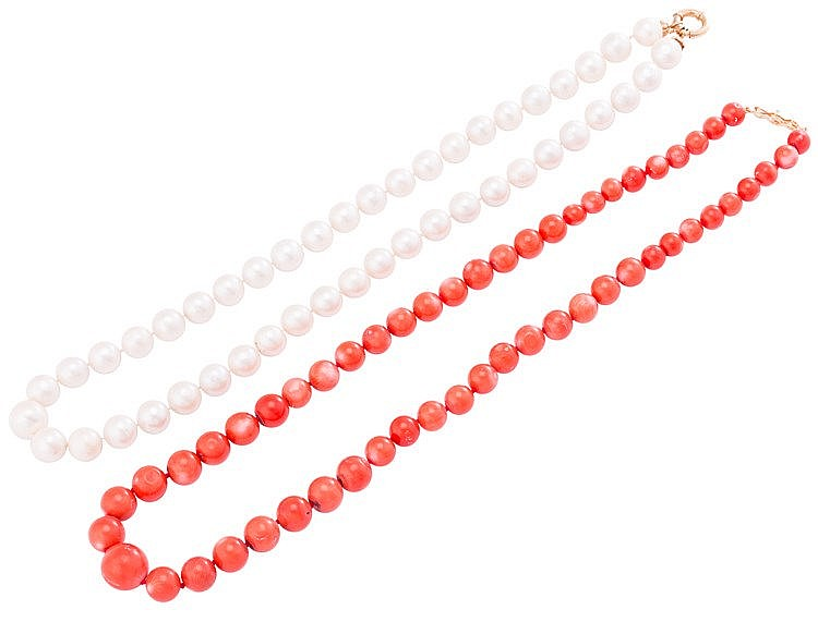 A GOLD AND CORAL NECKLACE