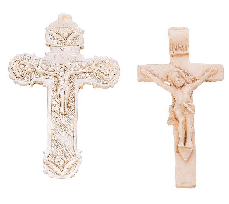 A BONE PENDANT CROSS