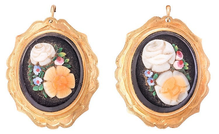 A SET OF GOLD AND ONYX JEWELRY