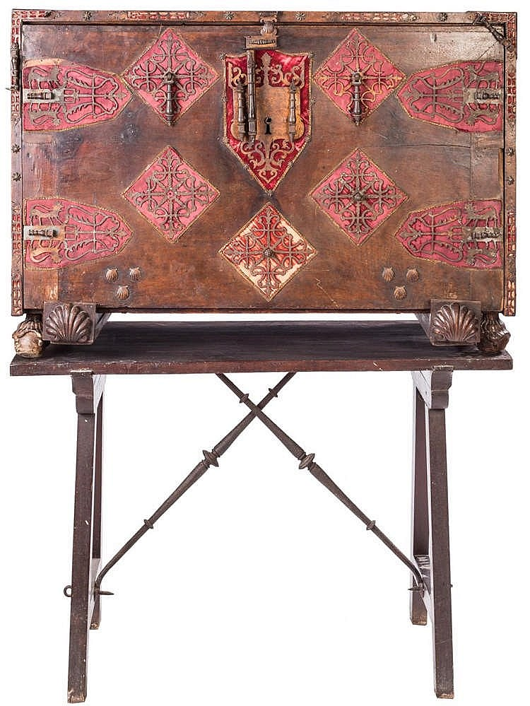 A COMMODE, 17TH CENTURY