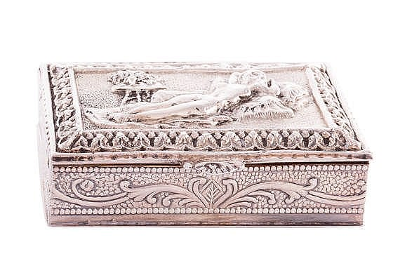 A SILVER CIGARETTE BOX, 20TH CENTURY