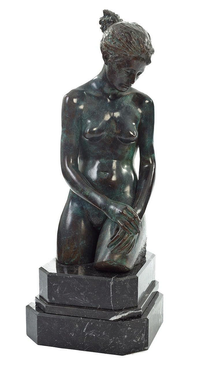 A BRONZE FEMALE NUDE FIGURE, 20TH CENTURY