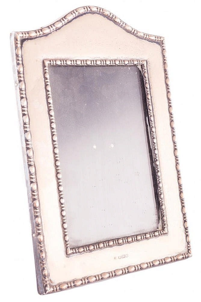 AN ENGLISH SILVER PHOTO FRAME, 20TH CENTURY