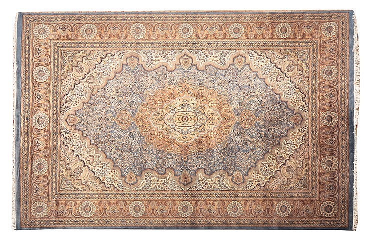 AN IRANIAN WOOL CARPET, 20TH CENTURY