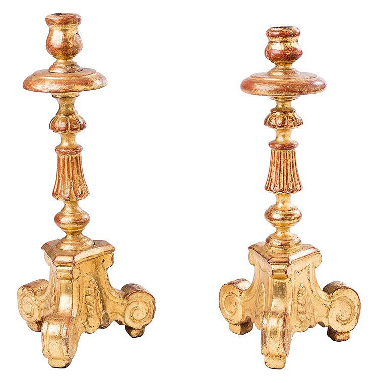 A PAIR OF CARVED AND GILTWOOD CANDLESTICKS, 18TH CENTURY