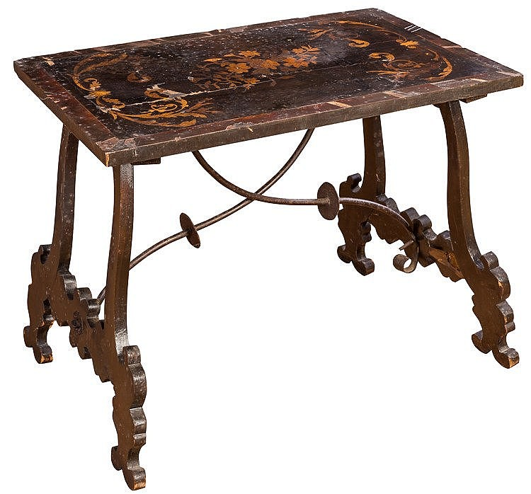 A COFFEE TABLE, EARLY 20TH CENTURY
