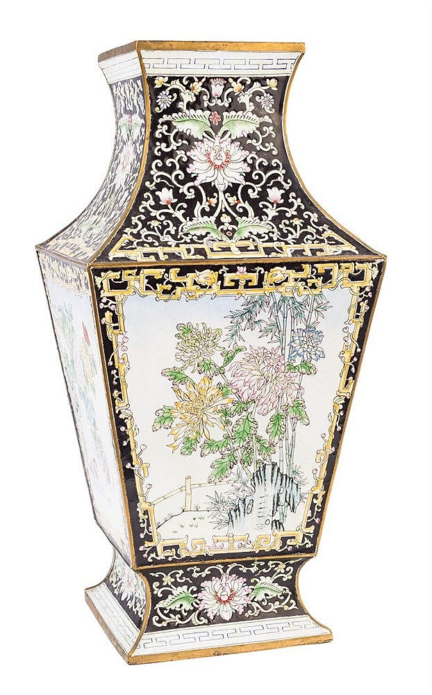 A CHINESE CLOISONNÉ ENAMEL VASE, LATE 19TH CENTURY