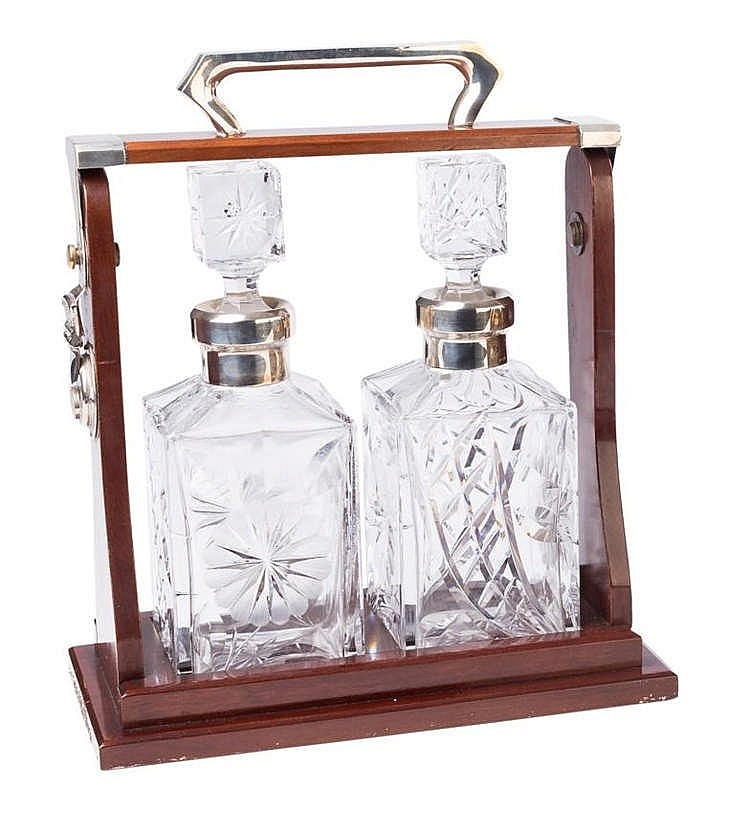 A PAIR OF DECANTERS, FIRST HALF 20TH CENTURY