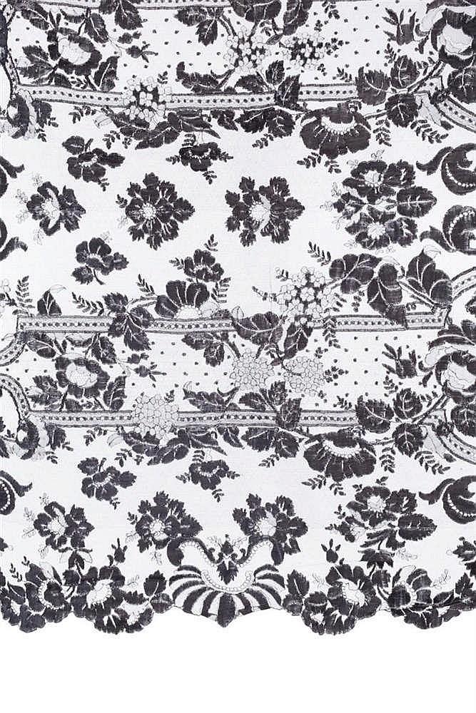 A SILK TOWEL VEIL, EARLY 20TH CENTURY