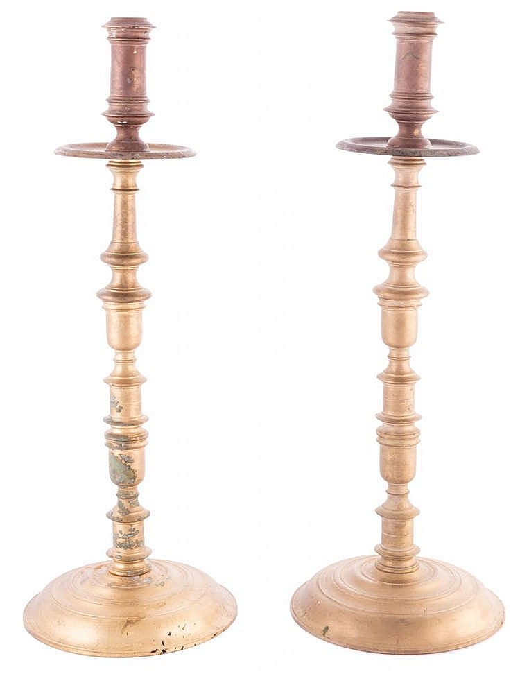 A PAIR OF BRONZE CANDLESTICKS, 20TH CENTURY