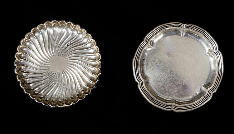 A PAIR OF SILVER TRAYS, SECOND HALF 20TH CENTURY