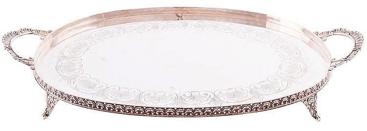 A SILVER TRAY, SECOND HALF 20TH CENTURY