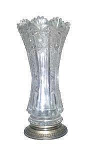 A CUT CRYSTAL VASE, 20TH CENTURY