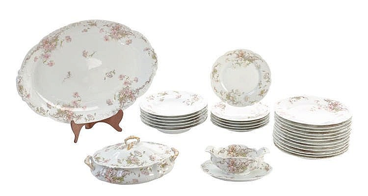 LIMOGES HAVILLAND DINNER SERVICE, LATE 19TH CENTURY