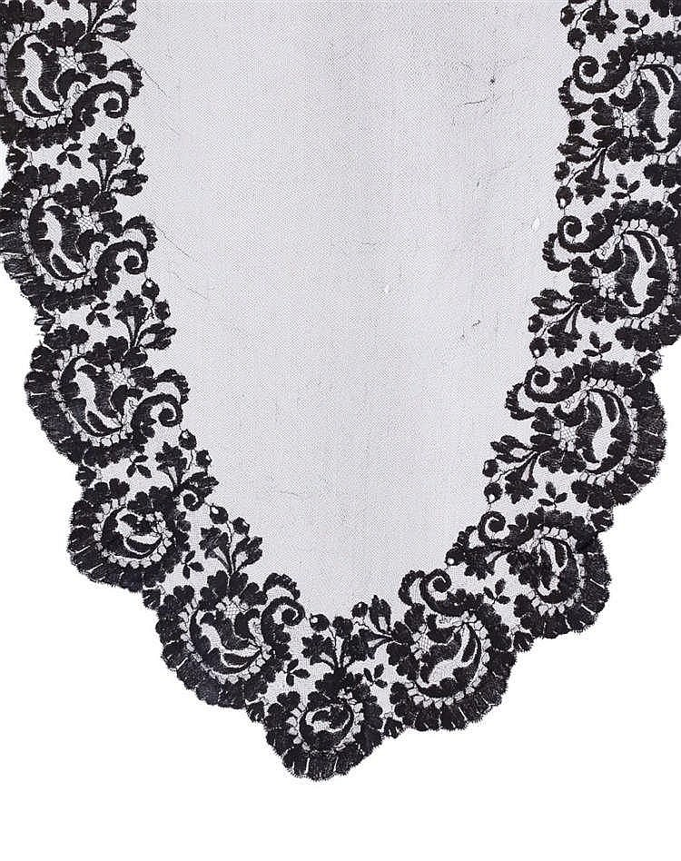 A MANTILLA, 20TH CENTURY