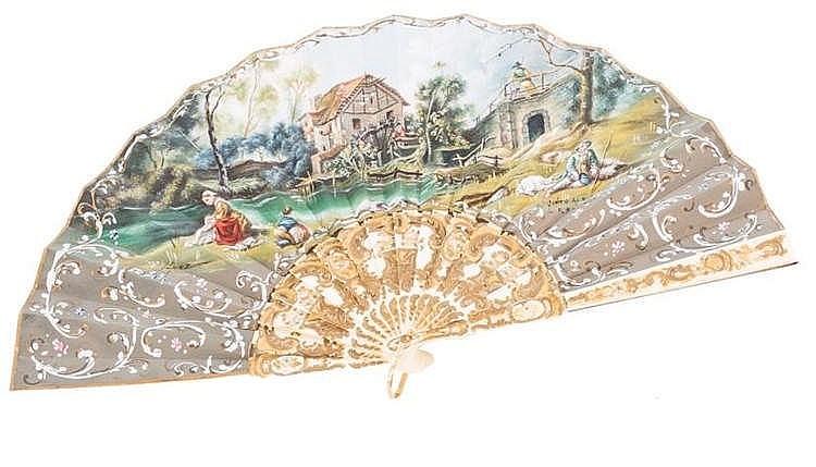 A HAND FAN, 20TH CENTURY