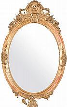 Espejo isabelino ovalado en madera dorada con copete tallado. Med. S. XIX.