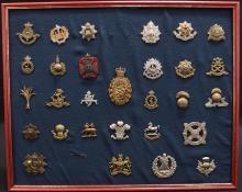 Framed display board of 29 British Army unit & regimental cap badges