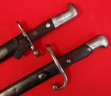 Lot of 2 bayonet, 1909 Pattern Argentinian Mauser bayonet & scabbard, retains hooked quillon & Swiss Schmidt Reuben 1889 with scabbard