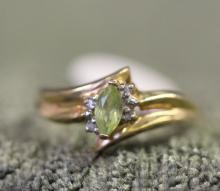 10K / peridot ring
