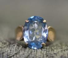 10k  / Blue topaz ring