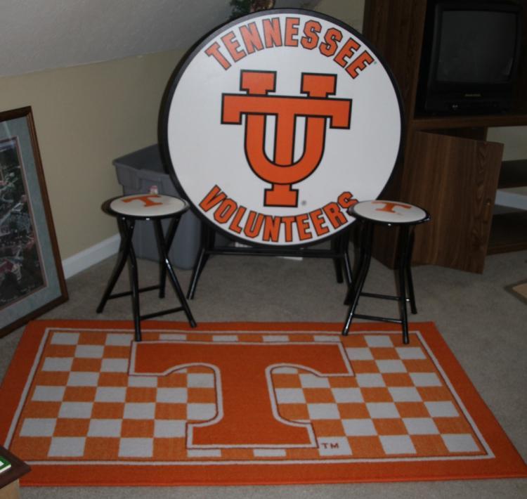 Ut Vols Area Rug Table Chairs Set