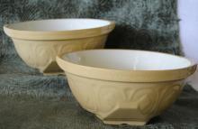2 pcs. Yellow Ware English Gripstand Mixing Bowls