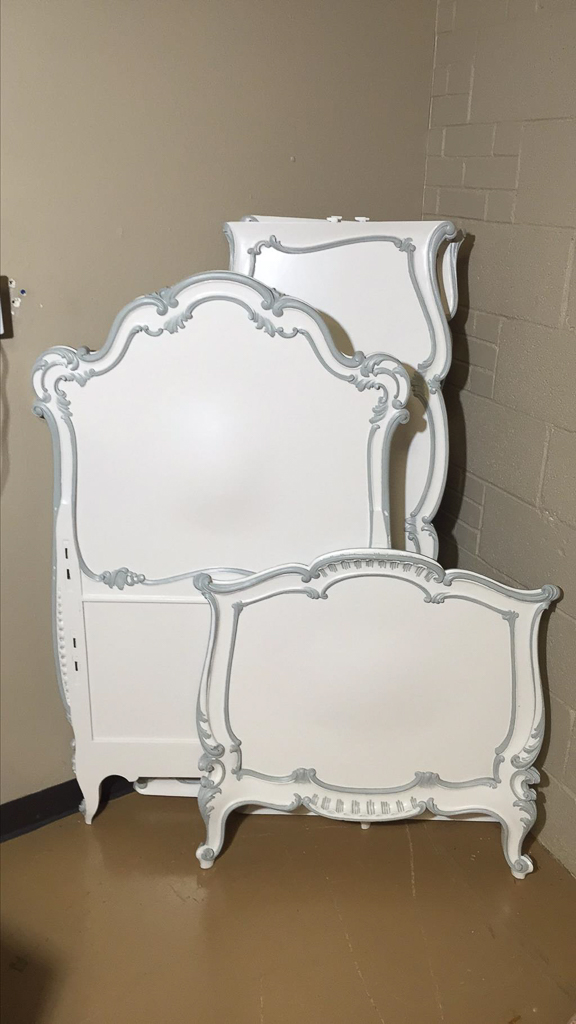 Italian venetian style white lacquered child 39 s for Furniture auctions uk