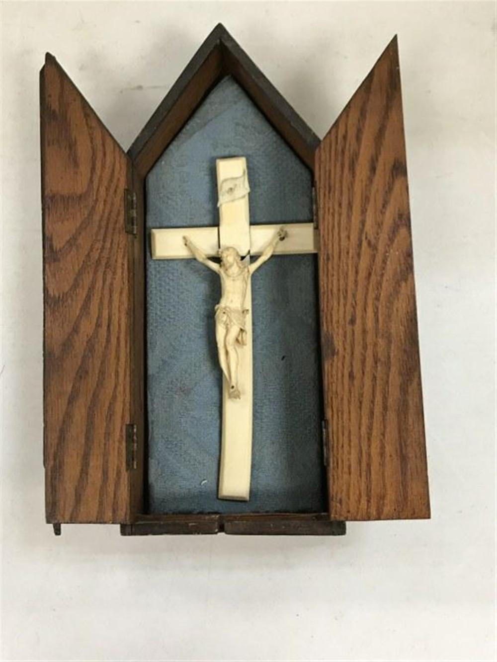 "EARLY CARVED OAK DOUBLE DOOR BOX WITH JESUS AT CROSS, CROSS AND JESUS IN 4 PARTS AS PICTURED, BOX MEASURES 12 1/2"" TALL AND 5"" ACROSS.  FROM N Y STATE MONESTARY."