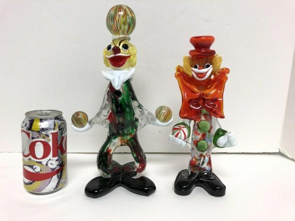 (2) MURANO GLASS 1950'S CLOWNS HOLDING BALLS, MEASURE