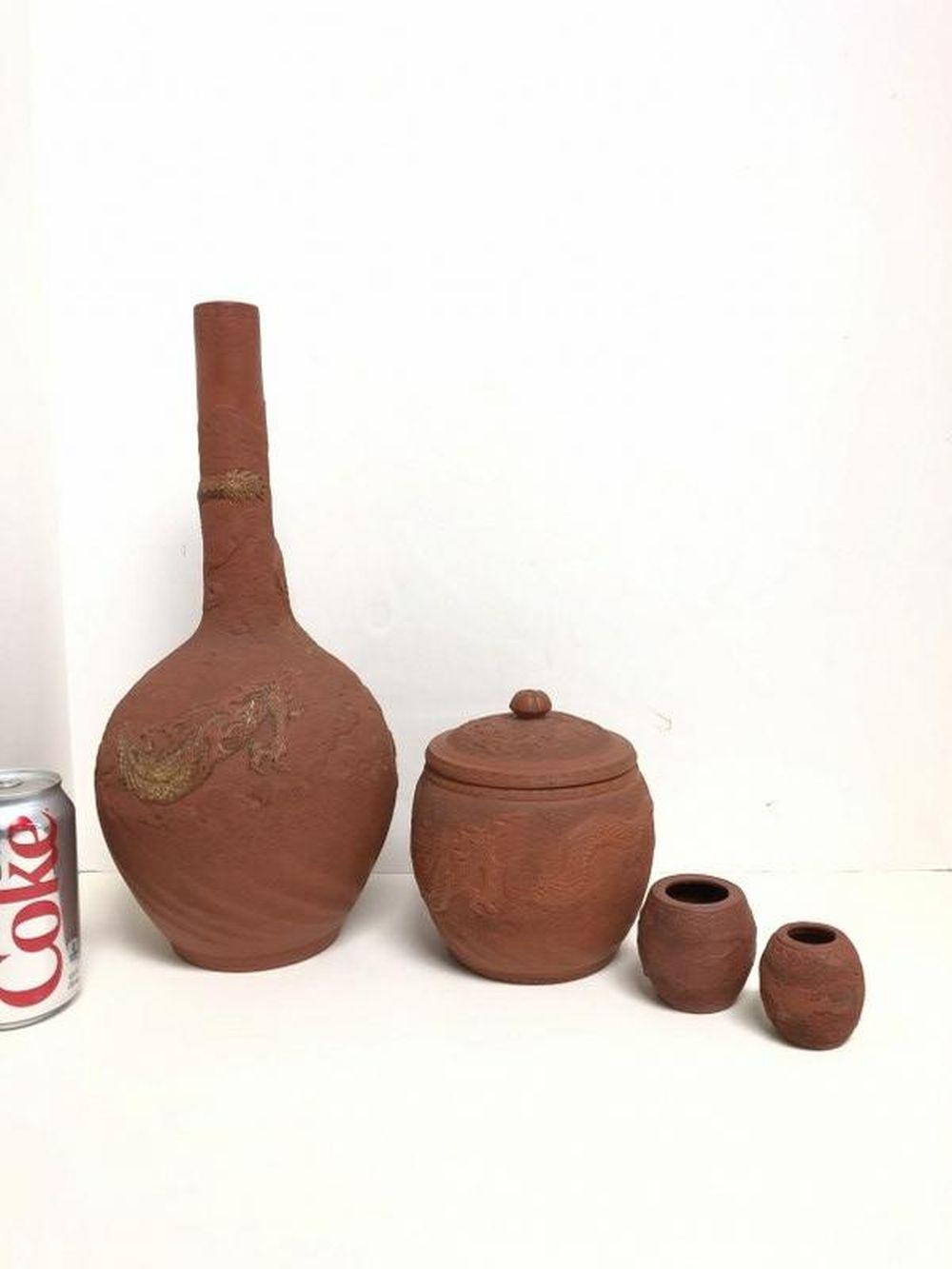ESTATE LOT ASIAN TERRA COTTA VASE, HUMIDOR & CUPS