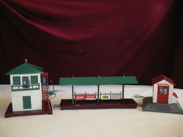 Lionel Platform, Whistle Station and Switch Tower