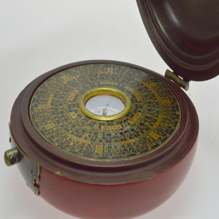 Luo pan chinese feng shui compass for Chinese feng shui house