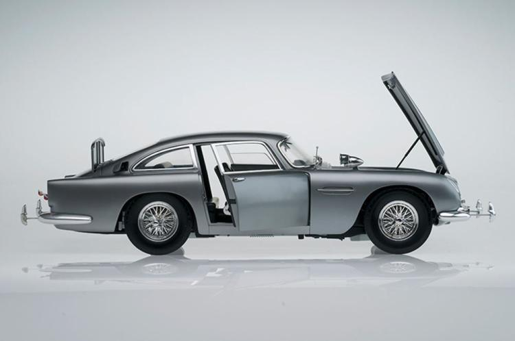 Huge 1:8 scale Eaglemoss James Bond DB5, full electrics/sound etc stunning RRP £1295