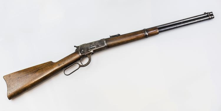 THIS IS THE .44-40 CALIBER WINCHESTER MODEL  1892 CARBINE, SERIAL NUMBER 88433, THAT WAS  USED BY BUTCH CASSIDY AND THE SUNDANCE KID.  IT WAS RECOVERED AT THE SCENCE OF THE  SHOOTOUT ALONG WITH OTHER ITEMS AND PERSONAL EFFECTS OF BUTCH CASSIDY AND THE SUNDANCE  KID. THE PROVENANCE OF THIS GUN IS AS  FOLLOWS: 1. A COPY OF A WARRANT FOR THE  ARREST OF CAPTAIN JUSTO D. CONCHA DATED 11  NOVEMBER 1908. CONCHA HAD ABSCONDED WITH THE ITEMS THAT HAD BEEN RECOVERED FROM  THE  SCENCE. LISTED IS THE
