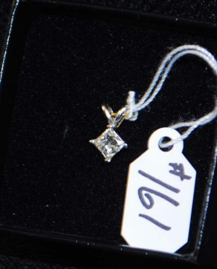 LADIES 14K WHITE GOLD PRINCESS DIAMOND PENDANT