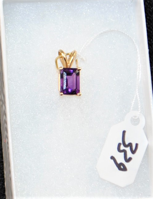 LADIES 14K (TESTED) YELLOW GOLD AMETHYST PENDANT. THE PENDANT IS PRONG SET WITH (1) 8X6MM EMERALD SHAPE AMETHYST WEIGHING APPROX.  1.50CT. THE AMETHYST IS SINGLE A QUALITY. ALL GEMSTONES WERE GRADED WHILE SET IN THE MOUNTING AND CARAT WEIGHTS CALCULATED BY FORMULA. THE TOTAL RETAIL REPLACEMENT VALUE: $400.00. AND COMES WITH THE APPRAISAL  FOR INSURANCE PURPOSES.