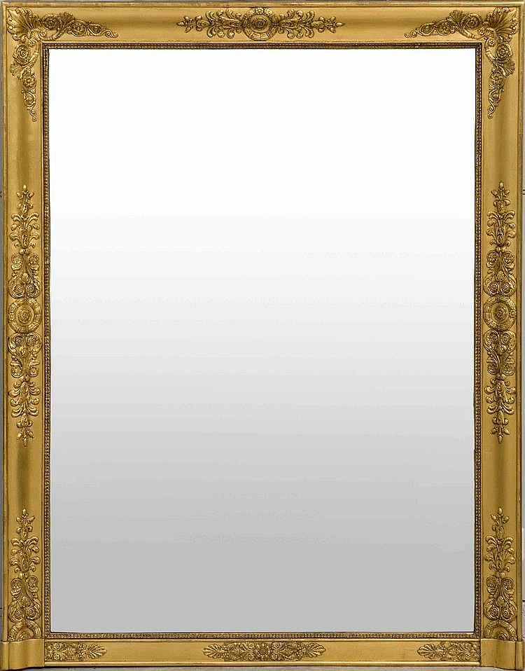 Grand miroir de forme rectangulaire en bois et p te redor s for Miroir forme maison