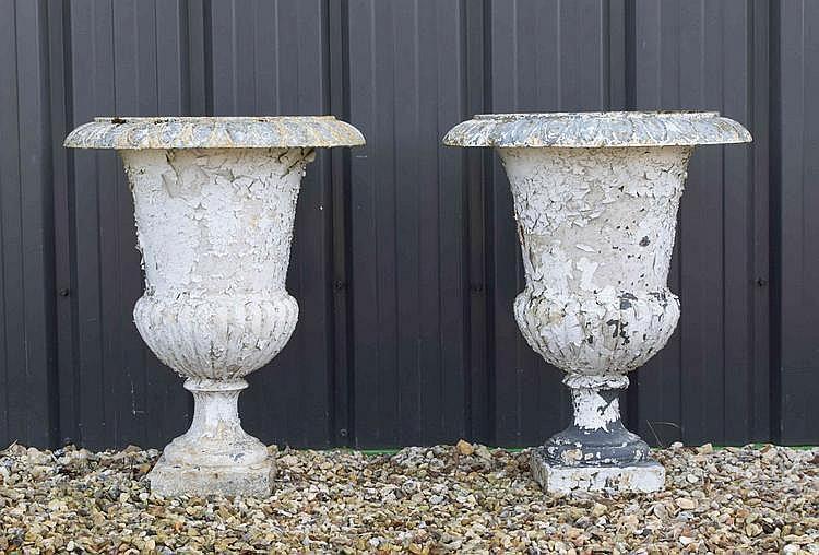 Paire de vase de forme m dicis en fonte de fer col vas o - Vase medicis en fonte ...