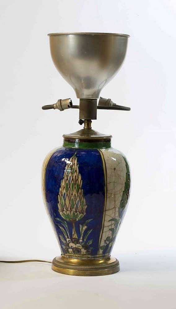 vase en c ramique peint d cor d 39 arbres stylis s sur fond b. Black Bedroom Furniture Sets. Home Design Ideas