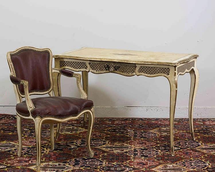 Table à écrire en bois mouluré et laqué ivoire et or ouvrant